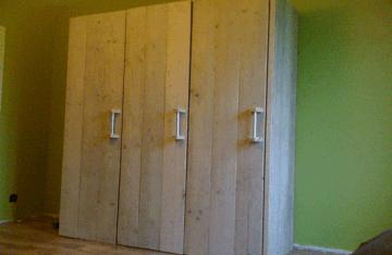 Wood and more heel foto impressie van wood and more for Steigerhouten kledingkast